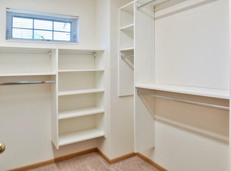 1 bedroom - California closet