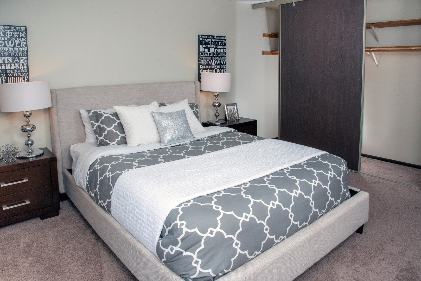 Large bedroom with walk-in closet at 600 10th Ave apartments in Minneapolis, MN