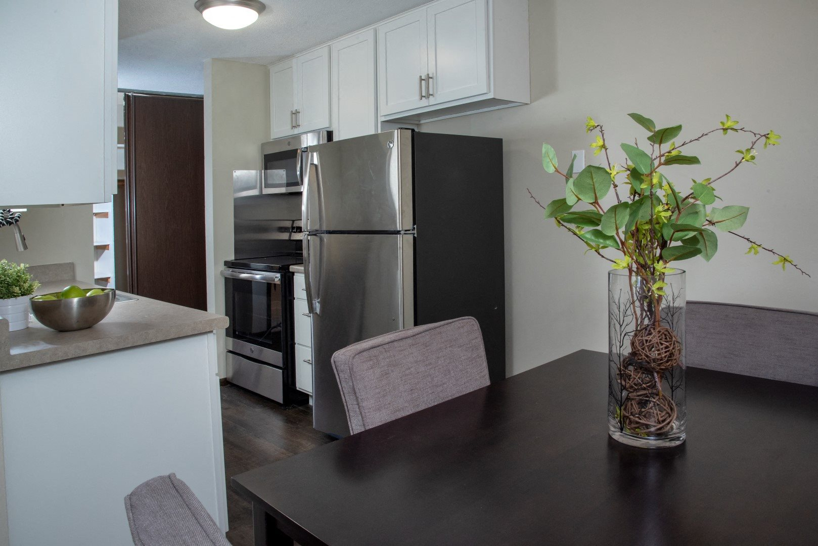 Spacious Countertops and New Appliances in Kitchen of Minneapolis Apartment