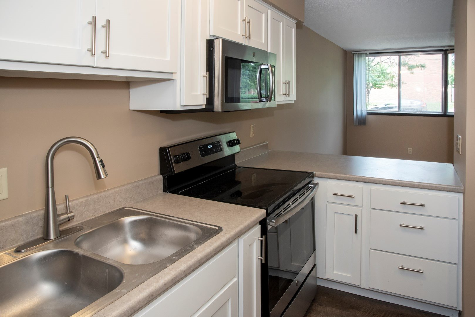 studio apartment, updated kitchen with bar seating