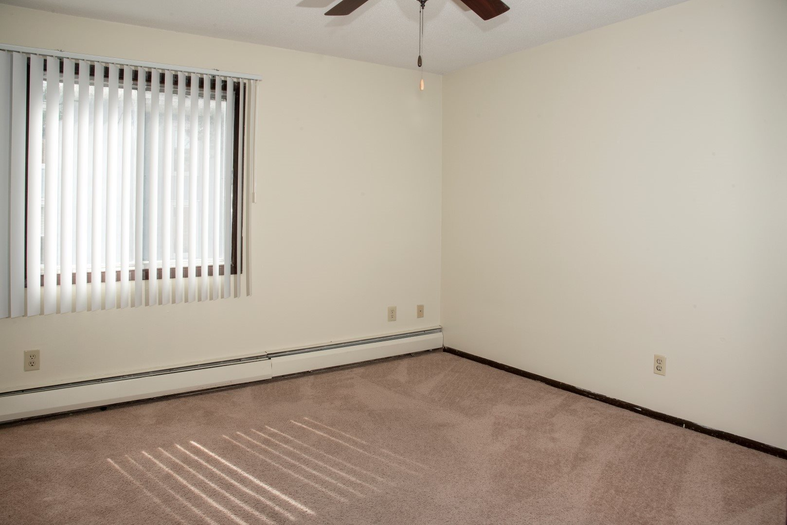 2 bedroom apartment - 2nd bedroom with ceiling fan