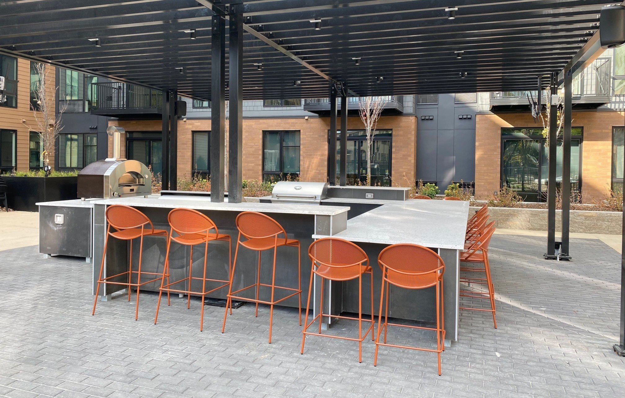 The Hill apartments St Paul, MN  community courtyard dining area