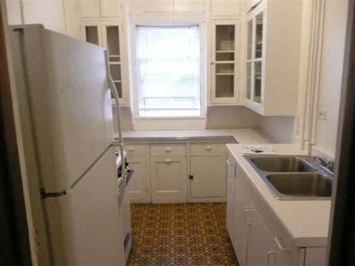 Breton Apartments in Minneapolis, MN Kitchen