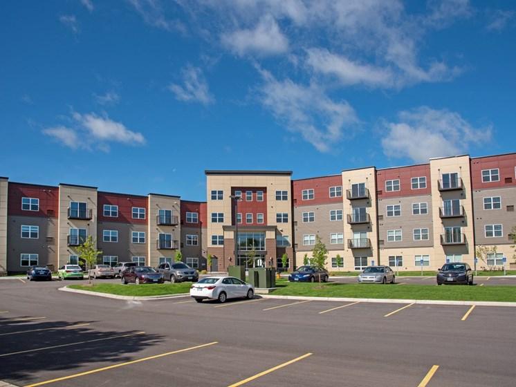 The Sixton apartments in Shakopee Minnesota exterior