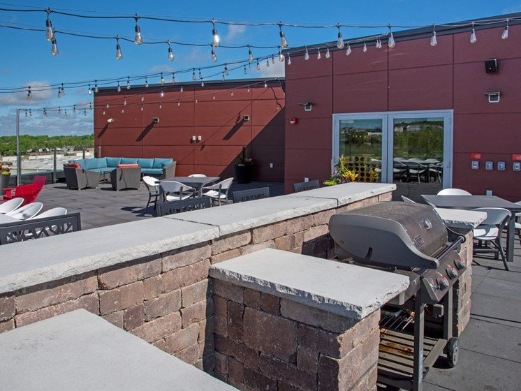 Rooftop outdoor kitchen with grills at The Sixton apartments Shakopee, Shakopee, 5379