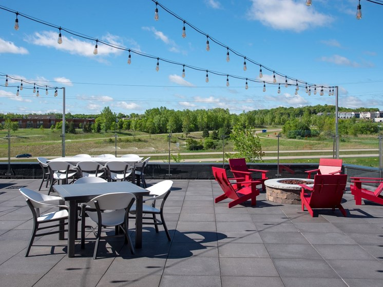 Rooftop dining and lounge The Sixton Shakopee MN