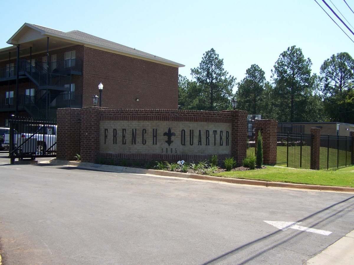 French Quarter Apartments Tuscaloosa, AL Welcome Sign