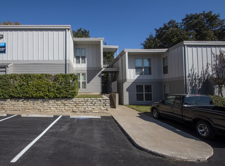 This is a photo of apartment exteriors at The Biltmore Apartments in Dallas, TX.