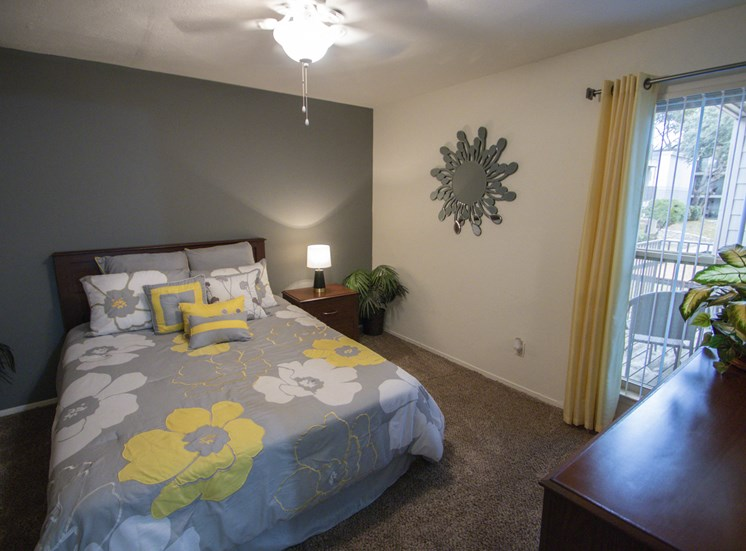 This is a photo of the bedroom of the 590 square foot 1 bedroom model apartment at The Biltmore Apartments in Dallas, TX.