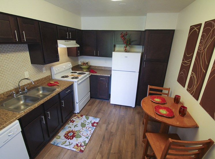 This is a photo of the kitchen of the 590 square foot 1 bedroom model apartment at The Biltmore Apartments in Dallas, TX.