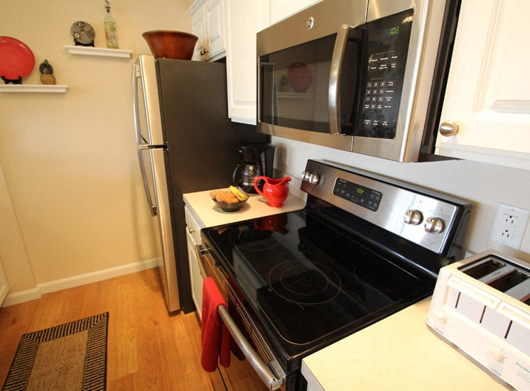 This is a photo of the kitchen in the 1 bedroom Clipper floor plan at Nantucket Apartments in Loveland, OH.