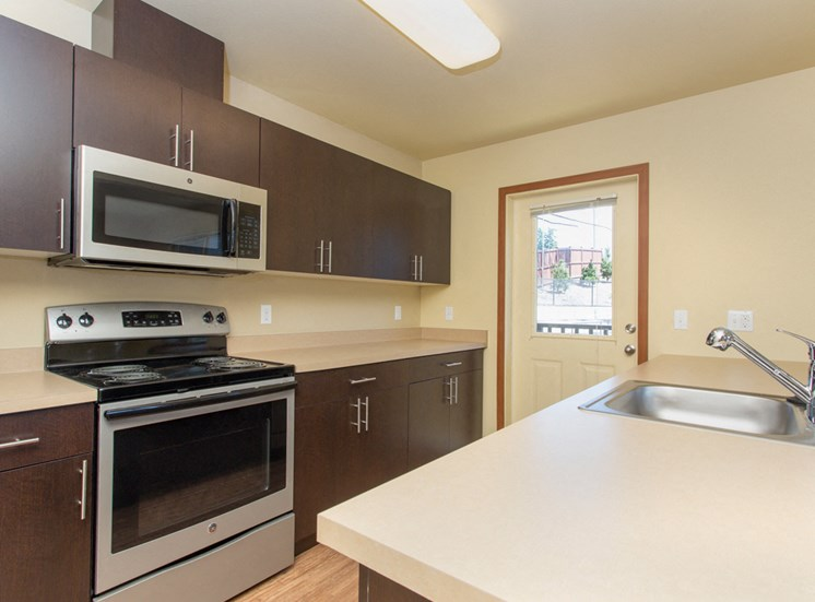 Fully Equipped Kitchen with Refrigerator, Microwave, Dishwasher