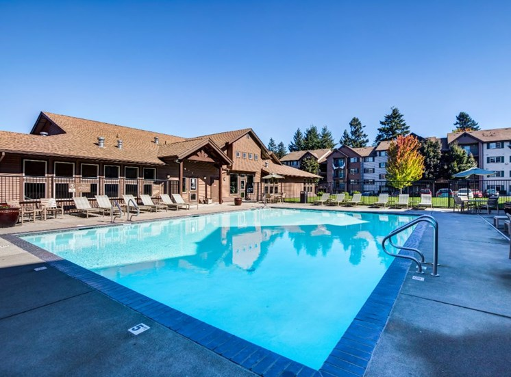 Outdoor pool,  spa  and  wading pool