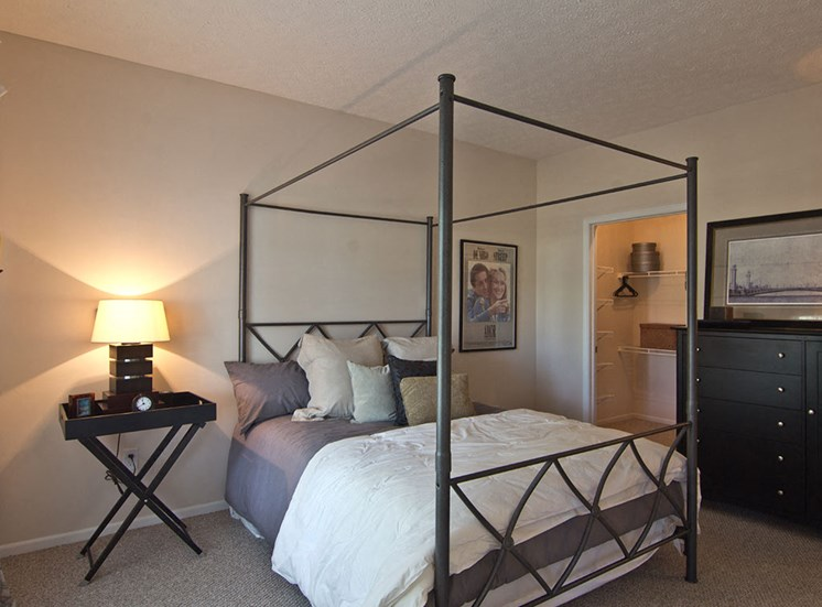 Bed at The Orchard Apartments in Dublin OH