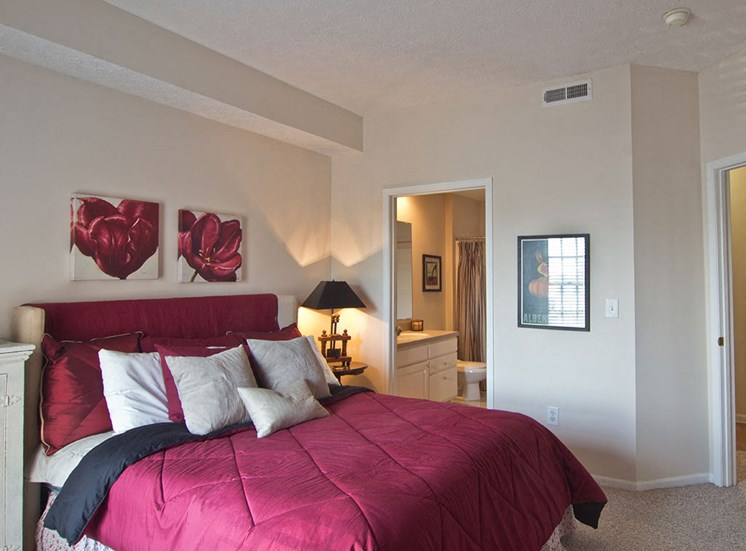 bedroom at The Orchard Apartments in Dublin OH