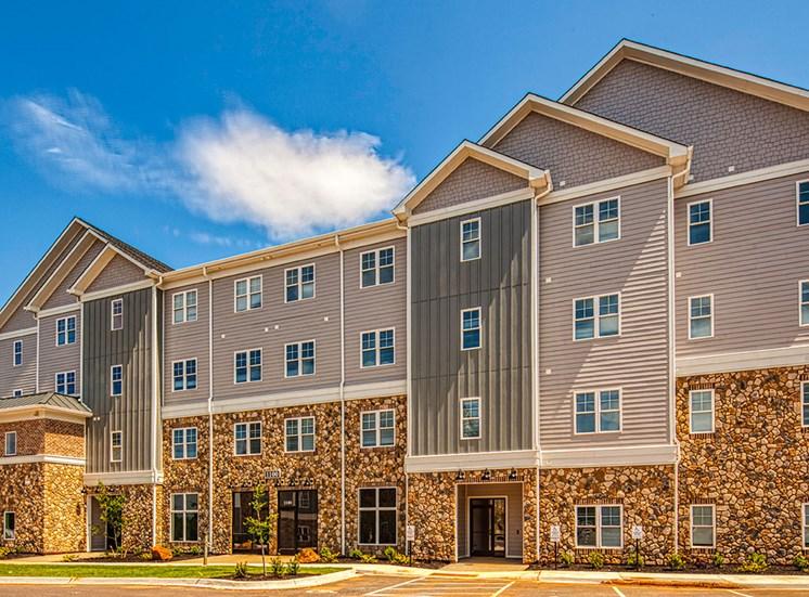Exterior of Logans Landing Apartments in Lynchburg VA