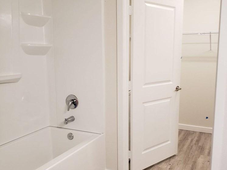 Sydney Trace Apartments Bathroom