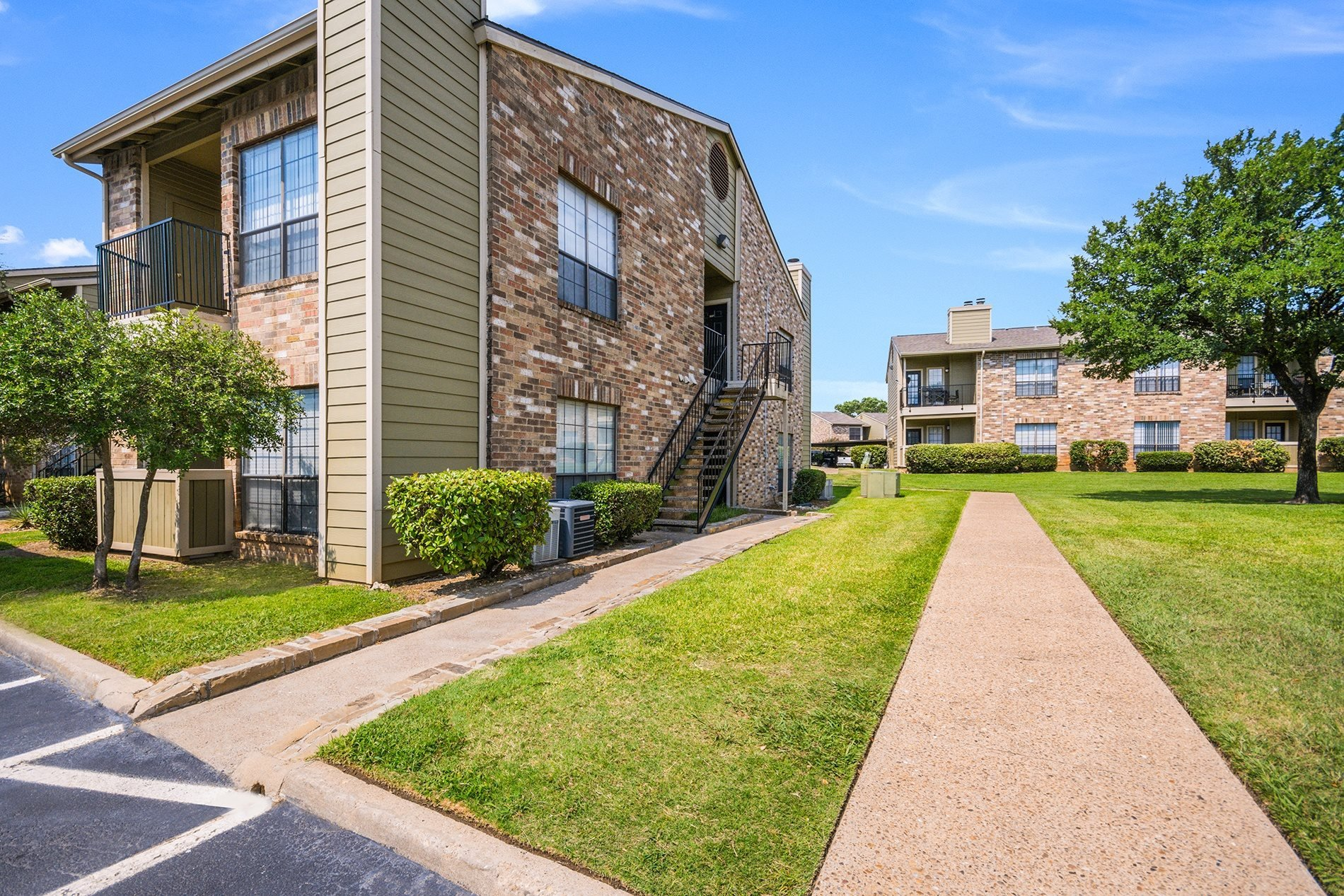 The property at Lakeridge in Irving, TX.