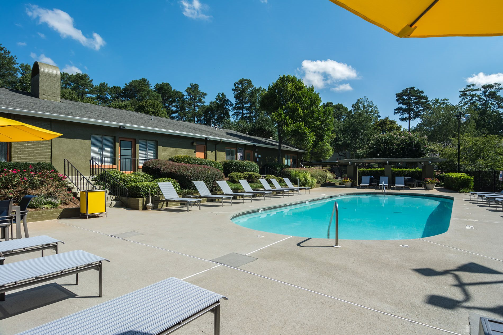 Swimming Pool at Dunwoody Pointe Apartments in Sandy Springs, Georgia, GA 30350