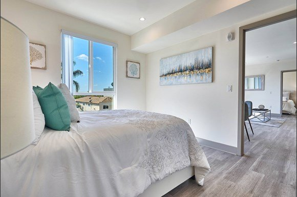 Two Bedroom Apartment at 4847 Oakwood Ave. Los Angeles, CA