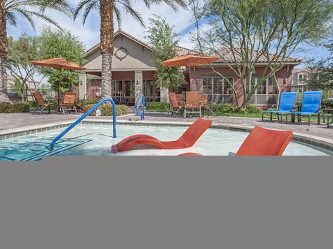 Relaxing Sonata Poolside Chairs in Nevada Rental Homes