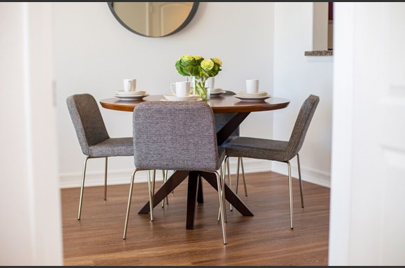 Brentwood-Los-Angeles-Apartments-Luxe-Villas-Dining-Room