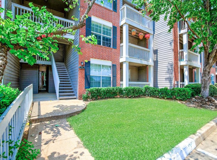 Lush, mature landscaping at Greenbriar in South Tulsa, OK. Quiet and secluded apartments for rent. Available now.