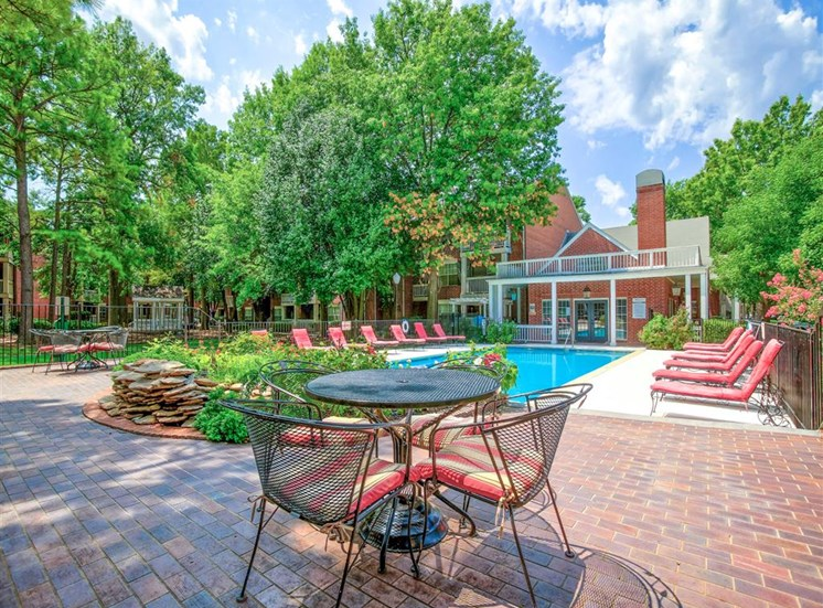 Dine outside by the pool at Greenbriar in South Tulsa, OK, For Rent. Now leasing 1 and 2 bedroom apartments.