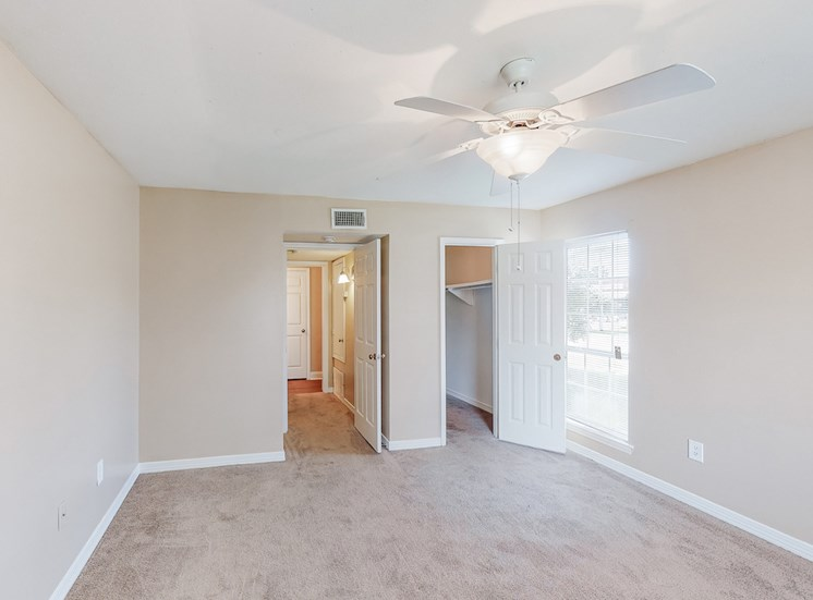 bedroom with oversized closet, carpet, and ceiling fan at Hampton House Apartments, Mississippi, 39211