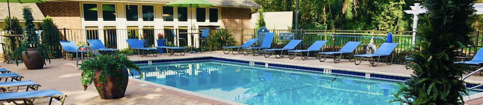 sparkling pool and lounge chairs at Aspen Run