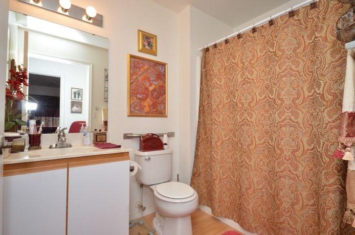 Bathroom With Bathtub at River Park Place Apartments, Vero Beach, Florida