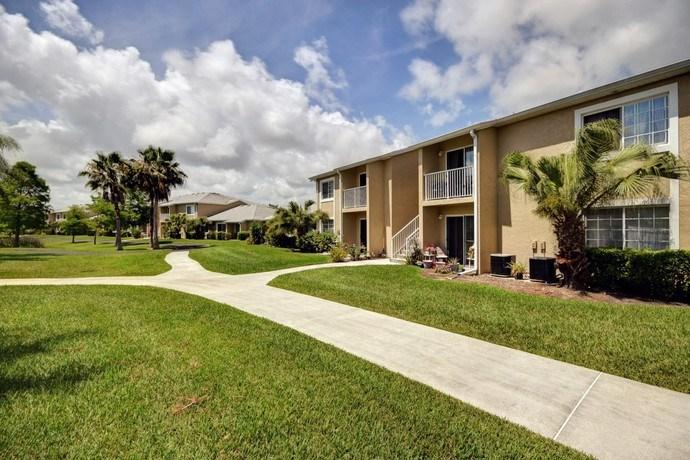 Greenspace Walking Trails at River Park Place Apartments, Vero Beach, FL, 32962