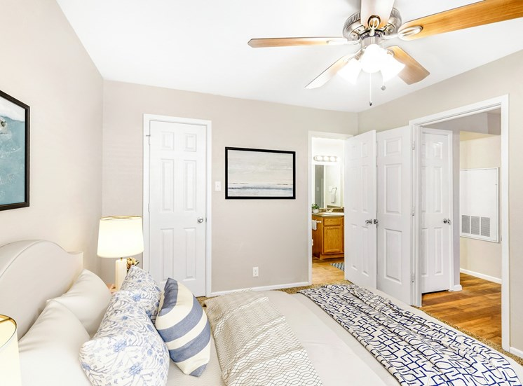 Bedroom with queen size bed, one night stand with lamp