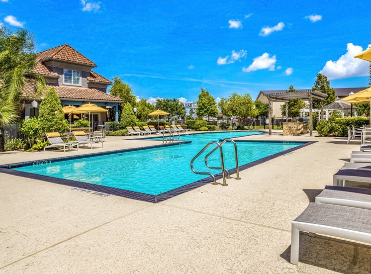 Swimming Pool with Tanning Deck