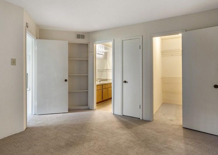 Bedroom with walk-in closet and en-suite bathroom