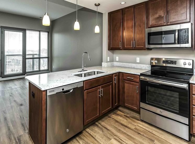 Interiors-Midtown-Crossing-Apartments-Omaha-NE-one-bedroom-apartment