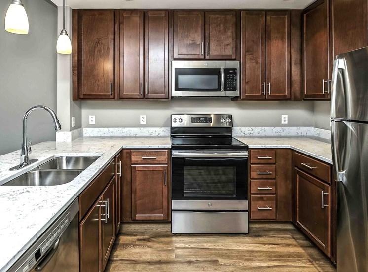 Interiors-Midtown-Crossing-Apartments-Omaha-NE-one-bedroom-apartment1