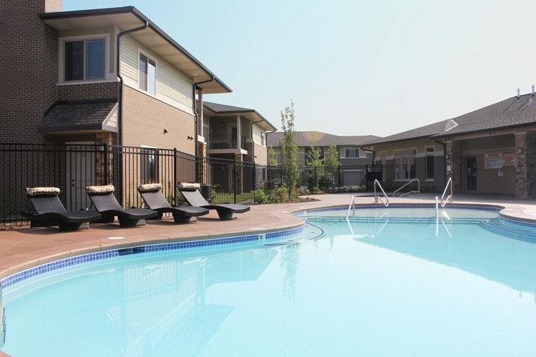 swimming pool at Villas at Wilderness Ridge in Lincoln Nebraska