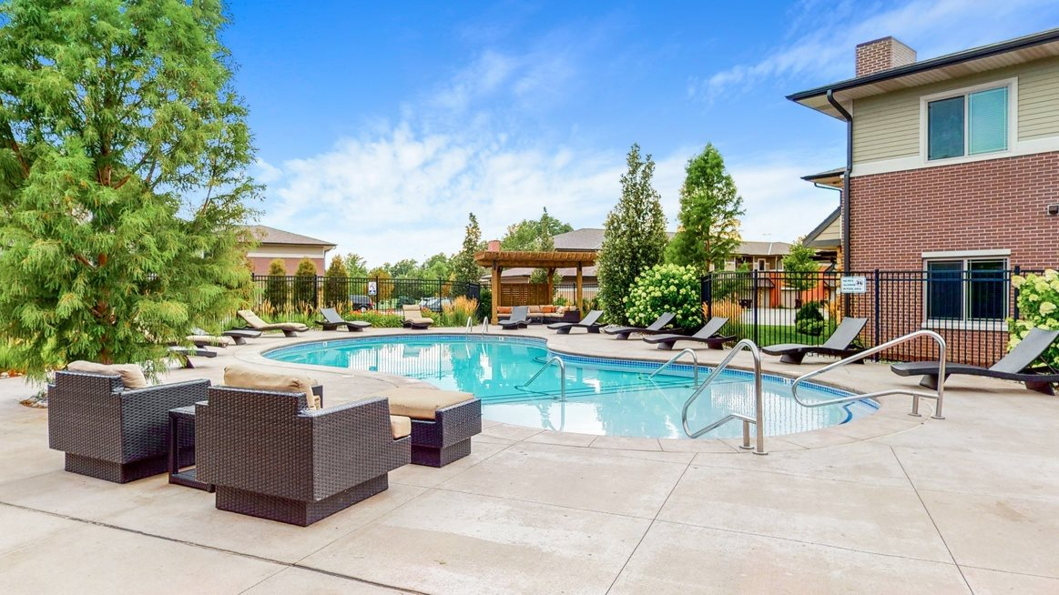 Luxury pool and hot tub at The Villas at Wilderness Ridge luxury apartments in southwest Lincoln NE 68512