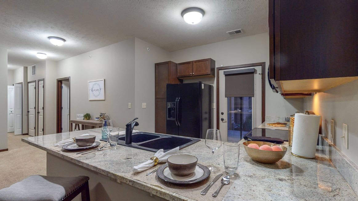 The 2-bedroom Cedar features a spacious kitchen with peninsula counter and gorgeous countertops.