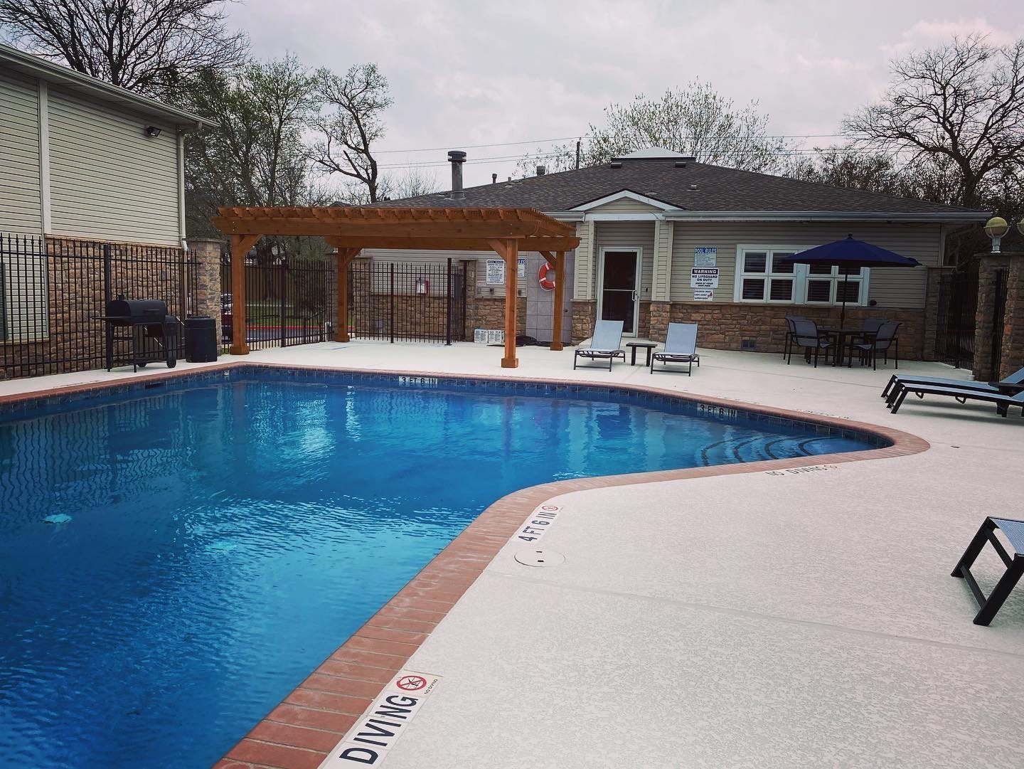 sparkling swimming pool at Parkwood Terrace, Round Rock
