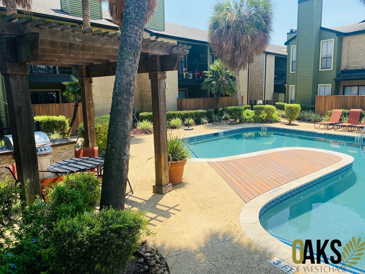 shimmering swimming pool in west houston apartments
