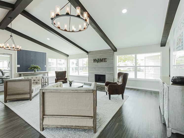 luxury pearland apartments with clubhouse