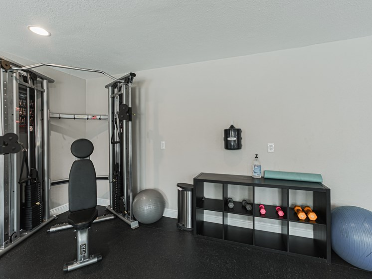 pearland apartments with gym