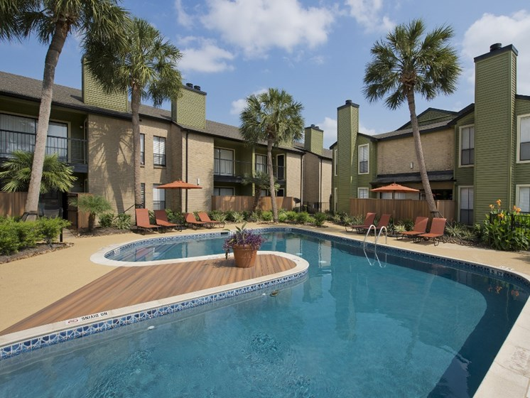 west houston apartments swimming pool