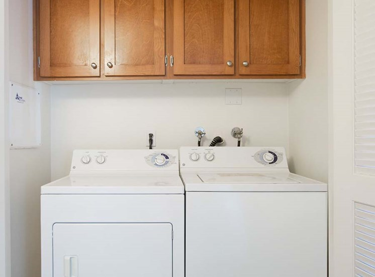Washer and Dryer l Hidden Valley Apartments in Simi Valley Ca