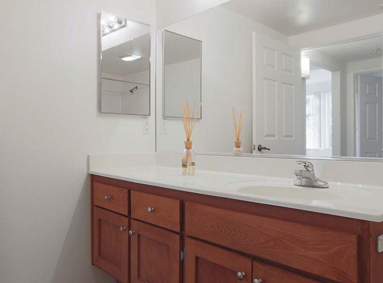 Bathroom l Hidden Valley Apartments in Simi Valley Ca