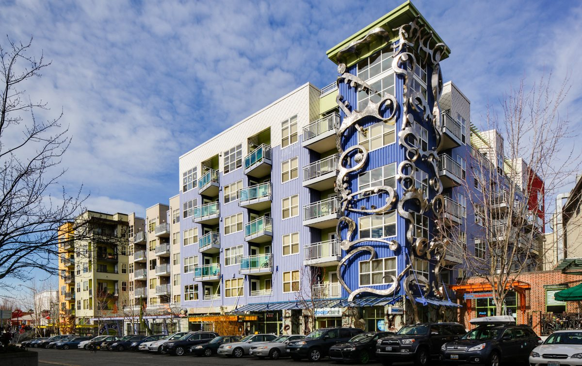 Beautiful midrise building located in the heart of Fremont