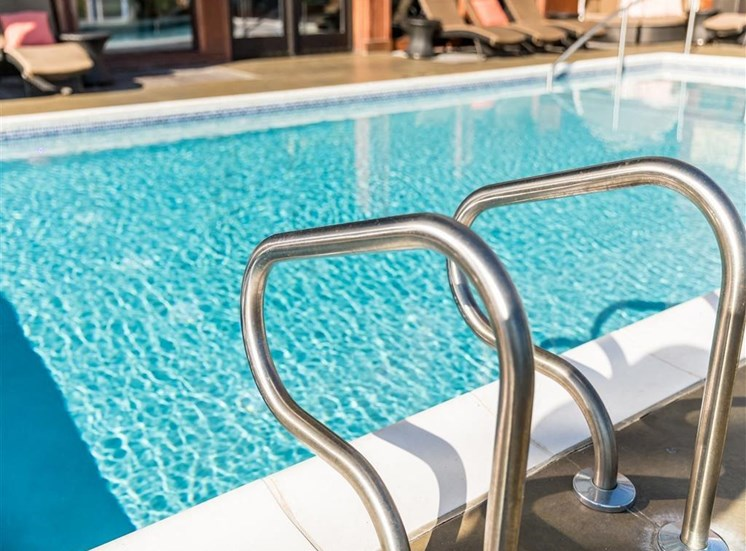 Rooftop Pool + Jacuzzi Spa