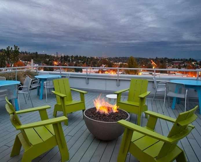 Roof top Fire Pit and Sundeck with Views of Downtown and Lake Washington